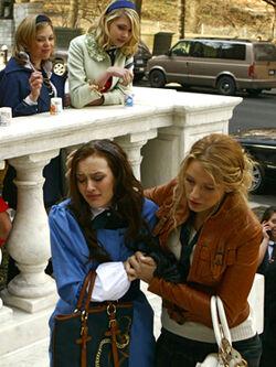 Cw-gossipgirl-prt-episode113a 011133-5604de-281x374