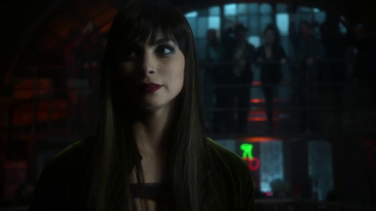 Lee thompkins gotham wiki fandom powered by wikia for Dr leslie fish