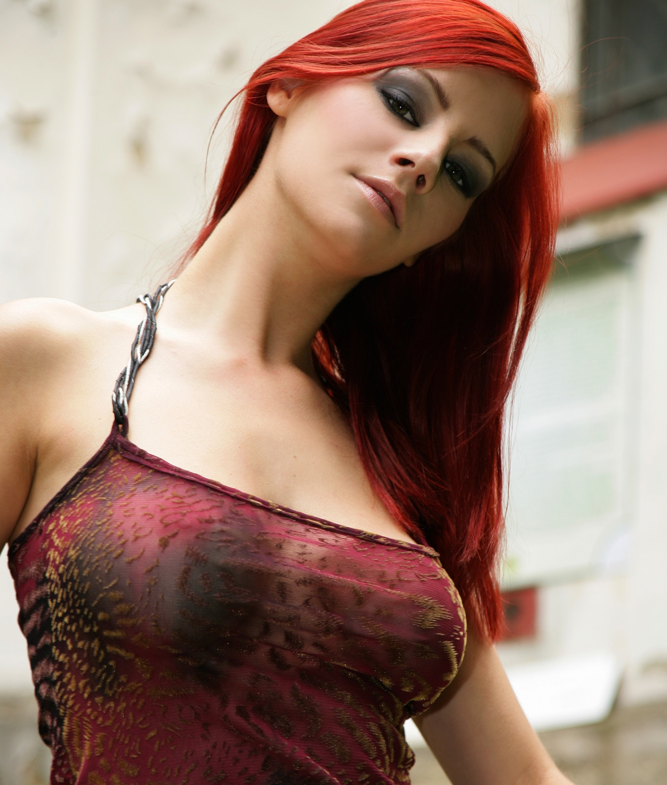 Flash porn bisexual woman red head