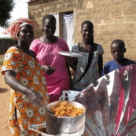 Gotowanie solarne w Sessene w Senegalu
