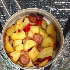 Fot. 18. Ziemniaki z kiełbasą i papryką (0,4 kg)