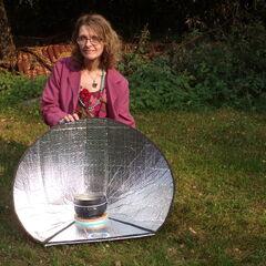 Fot. 11. Małgorzata Kotowska gotuje na słońcu