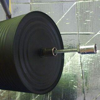 Rys. 2. Prowizoryczne naczynie do gotowania z tulejkami do montażu