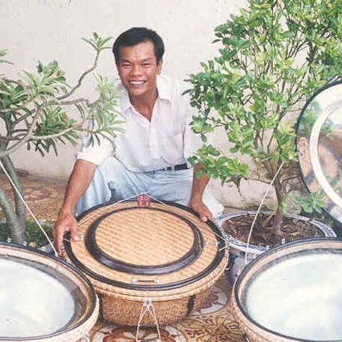 Nguyen Tan Bich, założyciel i dyrektor Solar Serve z kuchenkami basketowymi