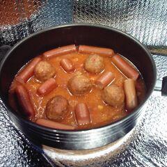 Klopsiki w sosie pomidorowym z parówkami