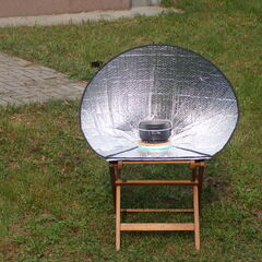 Fot. 12. Gotowanie solarne na podwórku