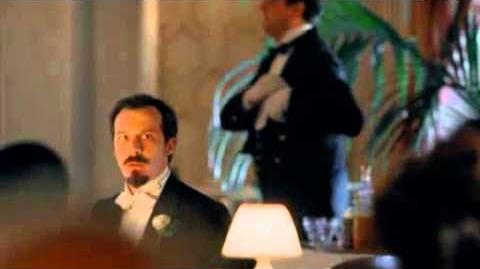 Gran Hotel - Sofía y el padre Grau se besan