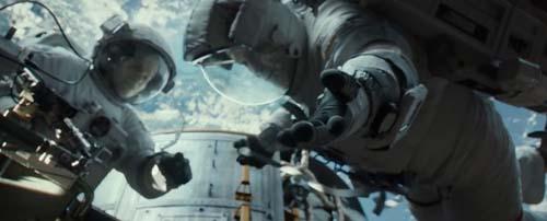 File:Sandra-Bullock-and-George-Clooney-in-Gravity.jpg