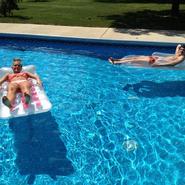 Tara & Jack Are Still in Pool