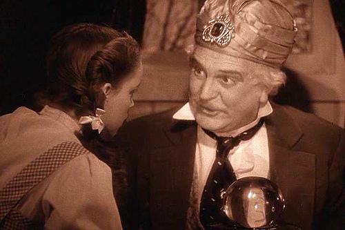 File:Professor Marvel helps Dorothy.jpg