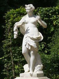 450px-7002 Euterpe(Muse der Lyrik und des Flötenspiels)Musenrondell-Sanssouci Steffen Heilfort