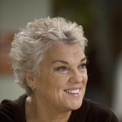 Tyne Daly como Carolyn Shepherd