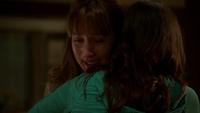 Rosalee pleure Juliette câlin 4x09