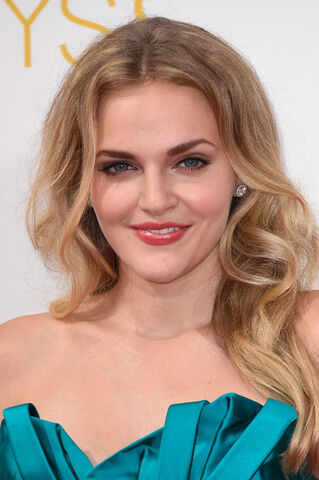 File:Madeline Brewer.jpg