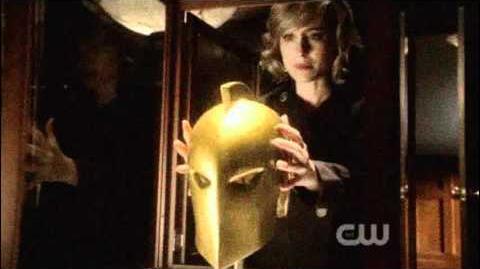 "Smallville - 10x01 ""Lazarus"" Chloe and the Nabu helmet"