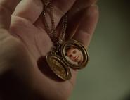 317-Kelly's locket