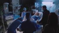 Adalind Nick hôpital accouchement problème 5x01