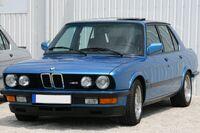 BMW M5 E28 Minervablau