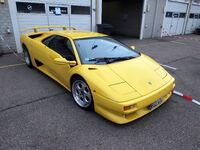 Yellow Lamborghini pic2
