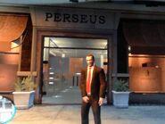 Niko a Perseus ruhabolt előtt