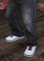 SubUrban (V - Białe buty skejtowskie)