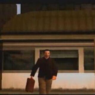 توني سيبرياني  بعد عودته إلى ليبرتي سيتي في مشهد البداية في جي تي أي: ليبرتي سيتي ستوريز.