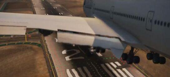 640px-Landing airliner-1-
