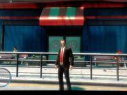 Niko az Algonquinben lévő Memory Lanes bejáratánál