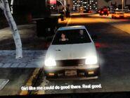 Niko és Carmen beszélgetnek az autóban