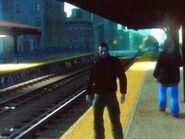 Niko várakozik egy vonatra