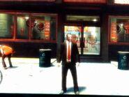 Niko egy Burger Shot étterem előtt