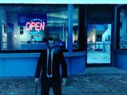 Niko az Algonquinben lévő internetkávézónál