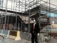 Niko a Castle Gardensben lévő építkezésen