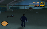Claude megtalálja a repülőt a halott biztonságiakkal együtt