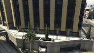 MountZonahMedicalCenter-GTAV-Courtyard