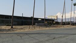 Derelict Motel GTAV Front view Sandy Shores