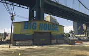 LosSantosInternationalAirport-GTAO-VehicleWarehouseExterior