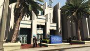 RockfordHillsPoliceStation-GTAV-Entrance