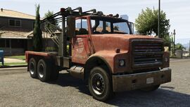 Large-towtruck-GTAV-front