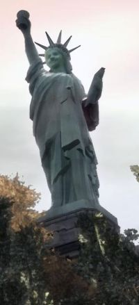File:200px-Statue of Happiness Closer.jpg