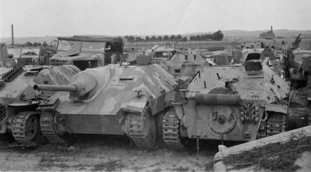 File:Hetzer tank destroyers 1945.jpg