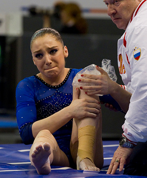 File:Aliya mustafina knee injury.jpg