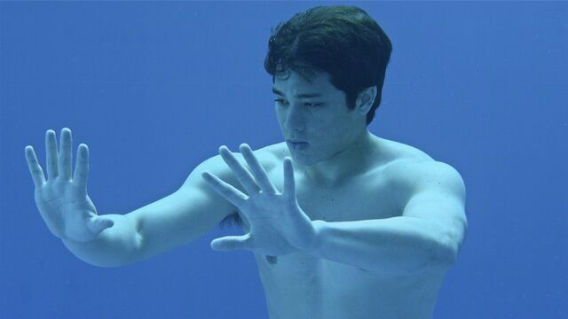 File:Zac using his powers underwater.jpg