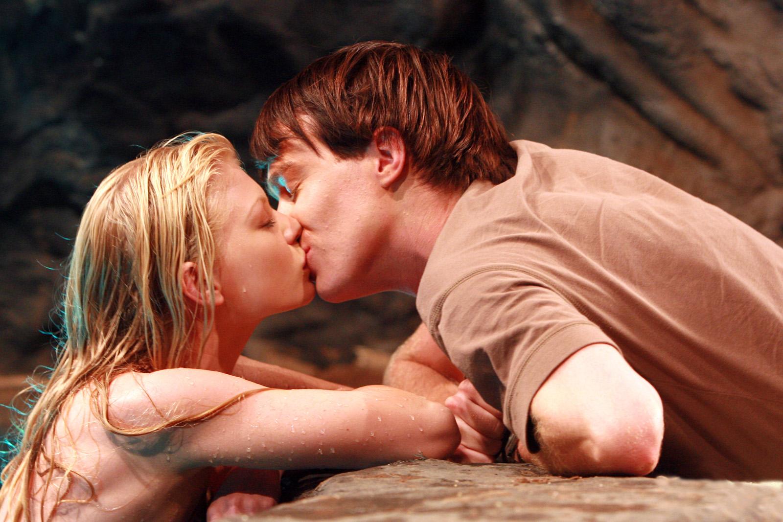 File:Zane Kissing Mermaid Rikki.jpg