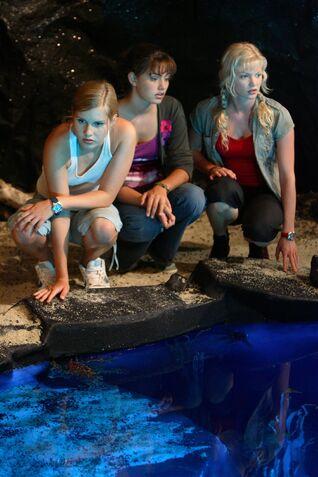 File:Mermaids Looking Into Moon Pool.jpg