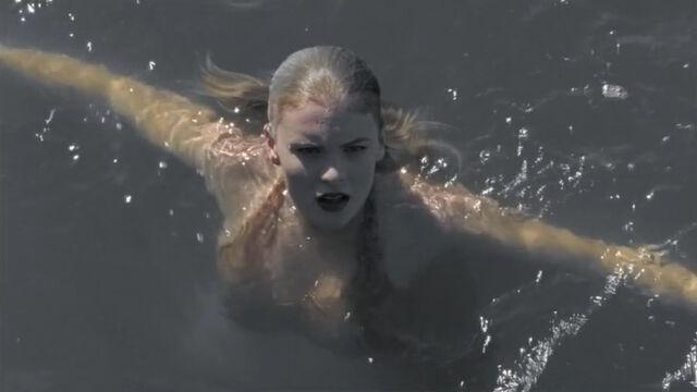 File:Julia In Water.jpg