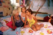 Emma,cleo and Rikki in cleo's bedroom (season 2) 4