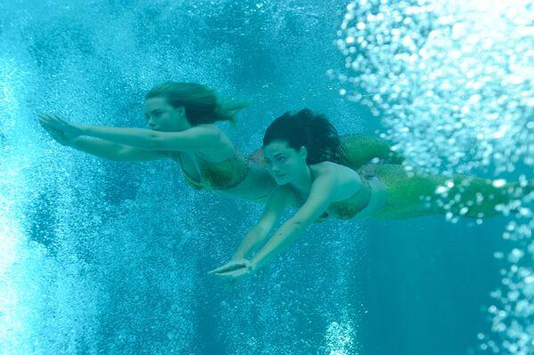 File:1280x1024-Swimming.jpg