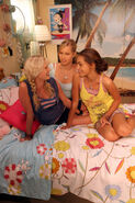 Emma,cleo and Rikki in cleo's bedroom (season 2) 3