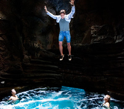 File:Zac Falling Into Moon Pool.jpg